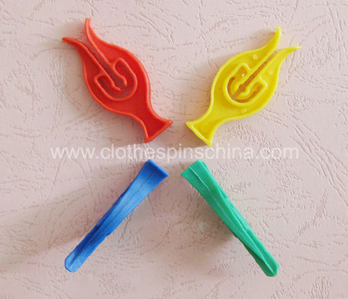 6.2cm Small Plastic Clothes Pegs