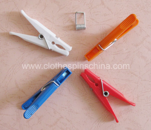 8.5cm Strong Plastic Clothes Pegs